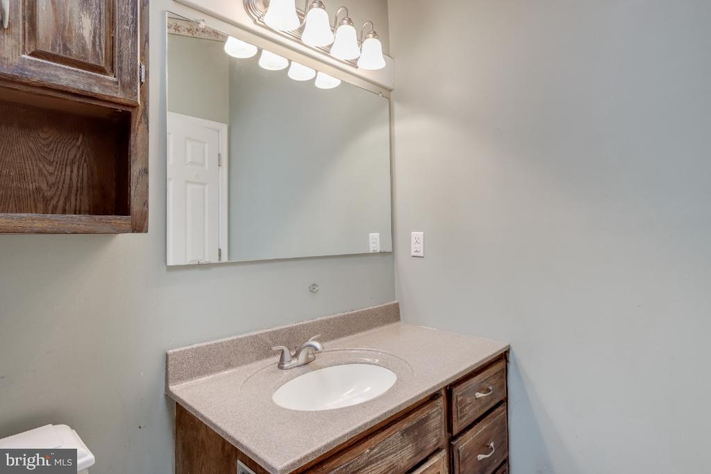 Attached bath off of Master Bedroom - 8288 WATERSIDE CT, FREDERICK