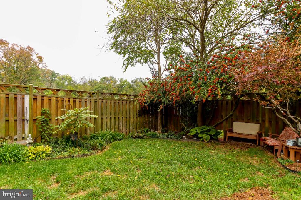 your fenced backyard - 8288 WATERSIDE CT, FREDERICK