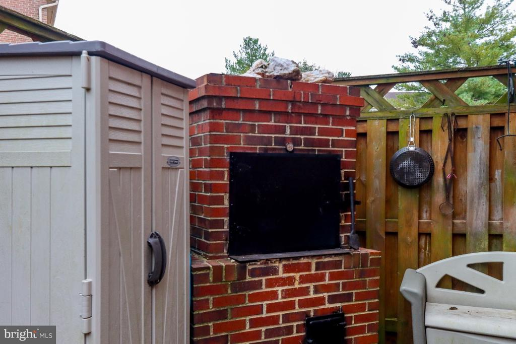 custom - all brick Bar B Q smoker - 8288 WATERSIDE CT, FREDERICK