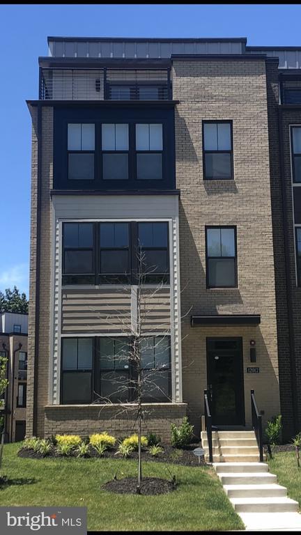 4 Level, 4 BR, 4.5 BA, Rooftop  Terrace, 2 Car TH - 12012 N SHORE DR, RESTON