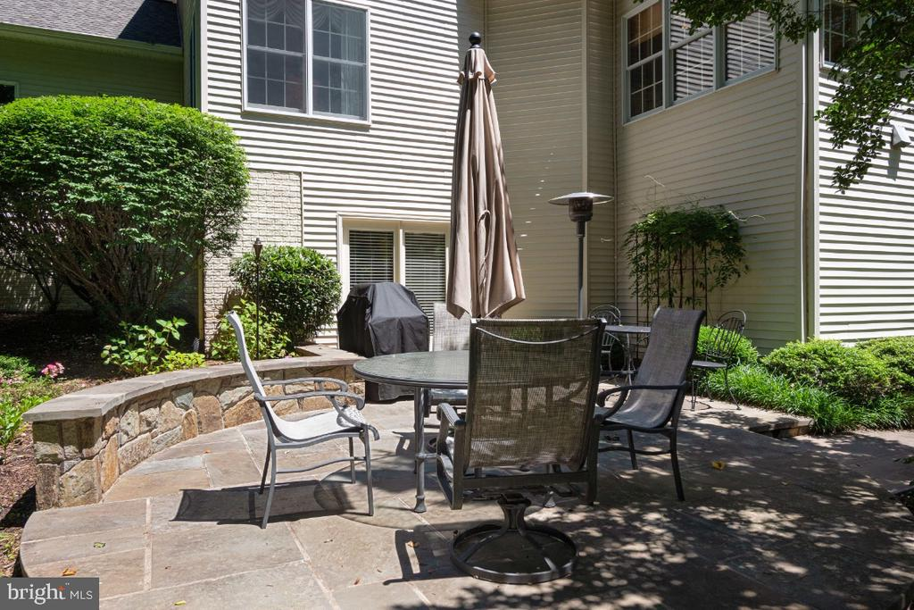 Walk out level to flagstone patio - 3200 OX MEADOW CT, HERNDON