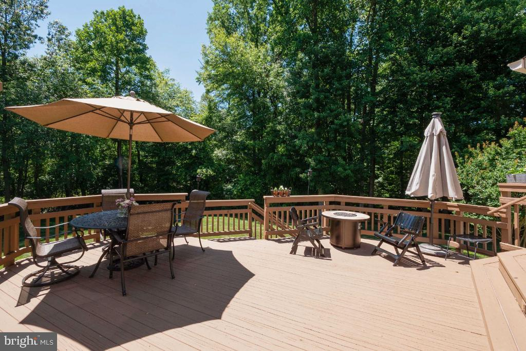 Multi-level deck - 3200 OX MEADOW CT, HERNDON