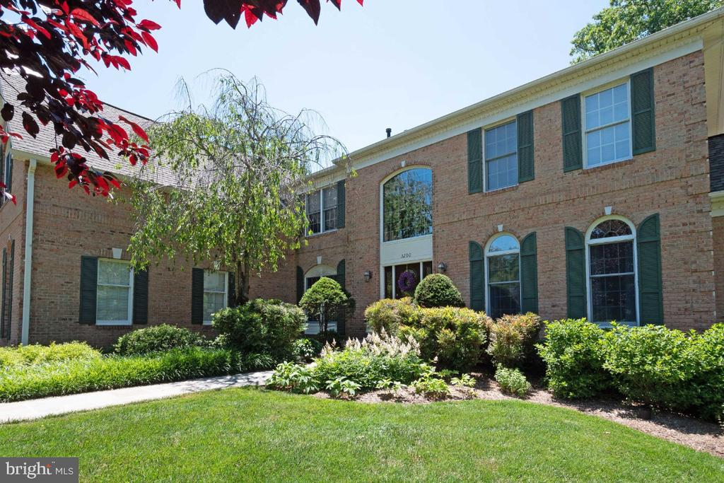 Professional Landscaping - 3200 OX MEADOW CT, HERNDON