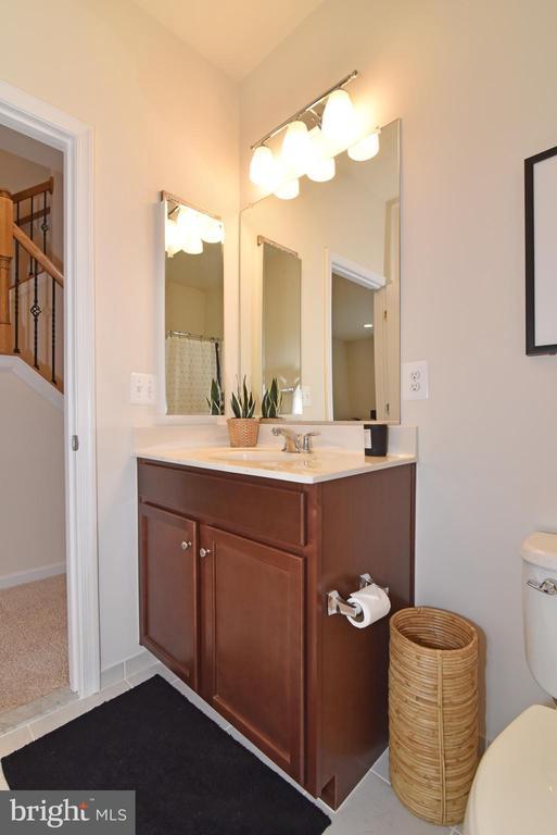 Main level bath - 42349 ALDER FOREST TER, STERLING