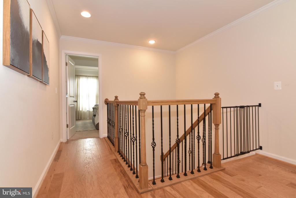 Hardwood floor hallway - 42349 ALDER FOREST TER, STERLING