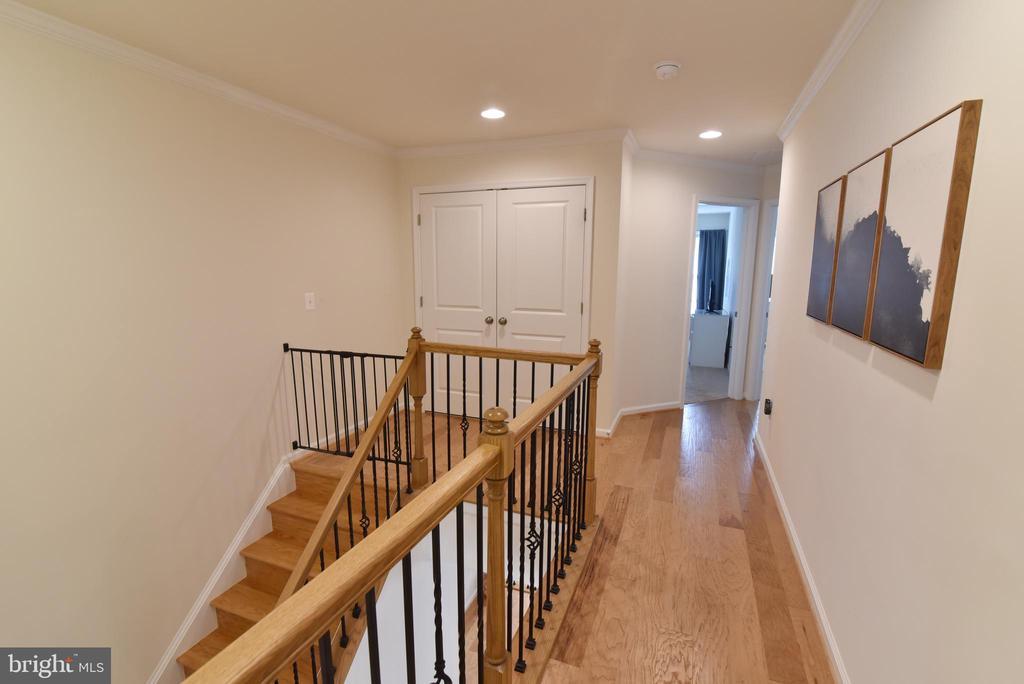 Upper floor hallway - 42349 ALDER FOREST TER, STERLING