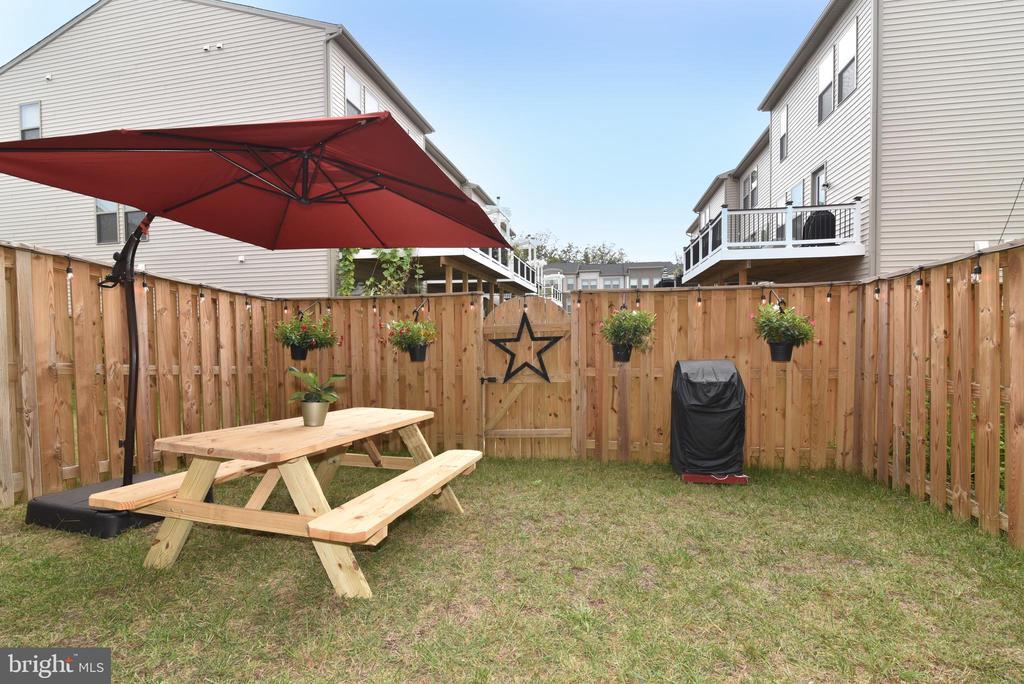 Fenced yard - 42349 ALDER FOREST TER, STERLING