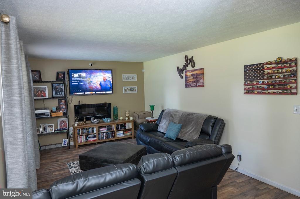 Living Room - 12300 PLANTATION DR, SPOTSYLVANIA