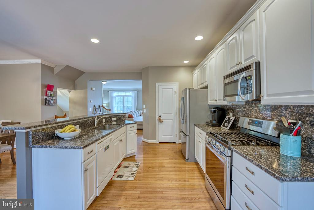 Lots of Countertop Space & Large Pantry - 8075 MONTOUR HEIGHTS DR, GAINESVILLE