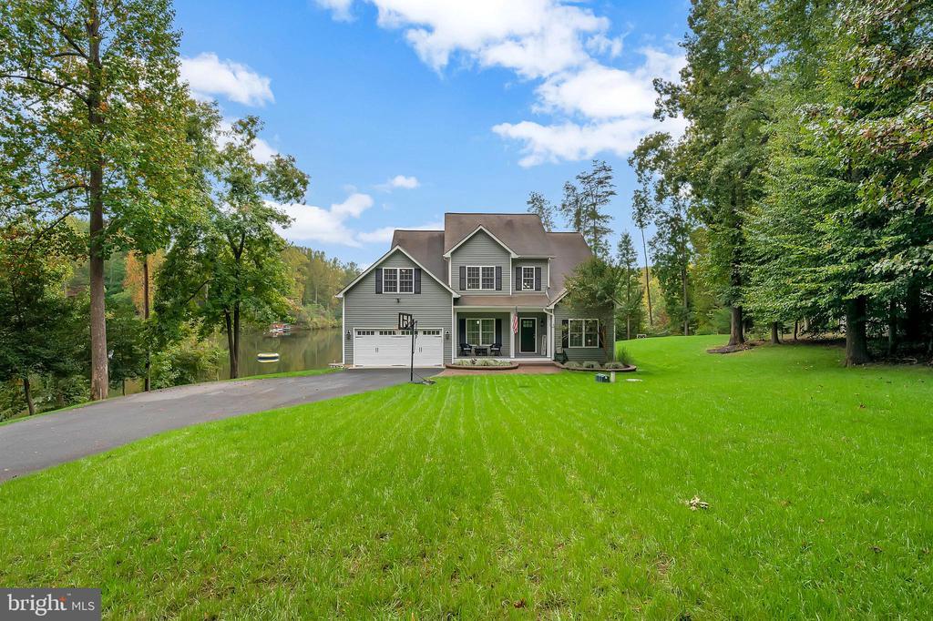 Beautiful front yard - 7398 JACKSON DR, KING GEORGE