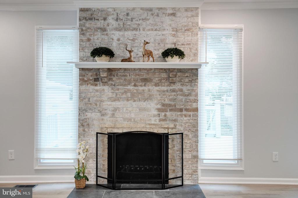 Wood Burning Fireplace in Living Room - 14315 FERNDALE RD, WOODBRIDGE