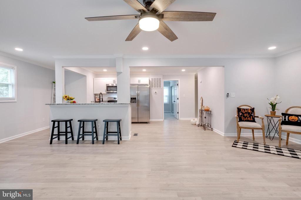 Kitchen and Living Room - 14315 FERNDALE RD, WOODBRIDGE