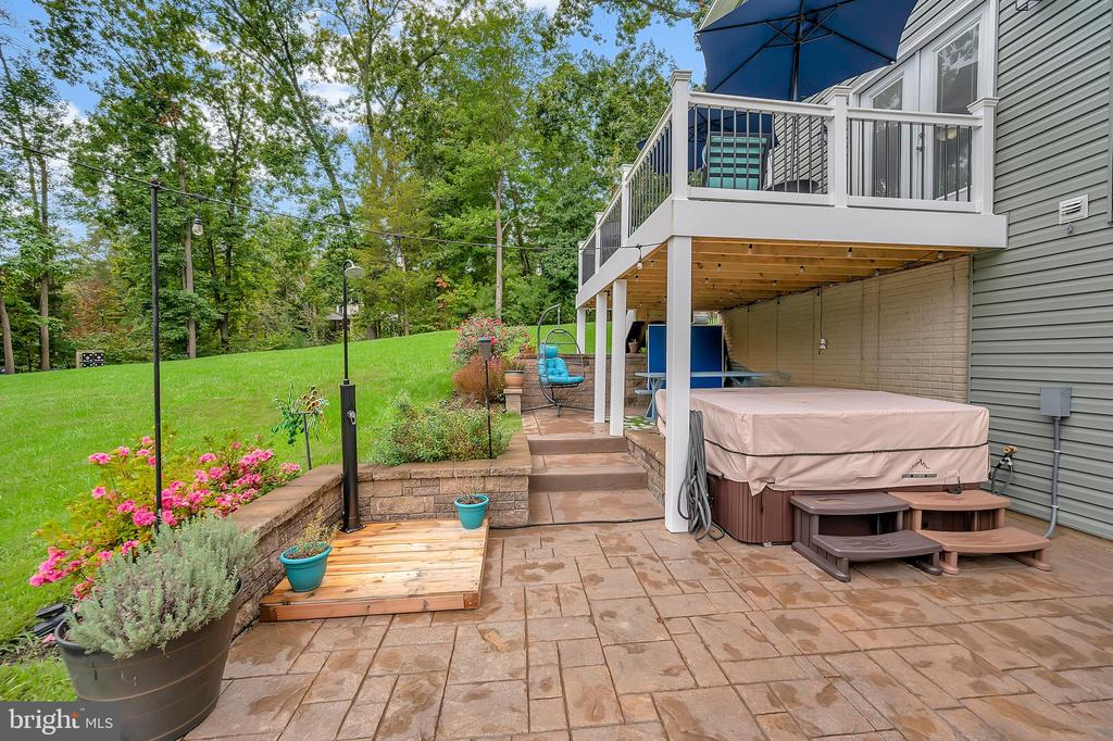 Stamped concrete patio and stairs - 7398 JACKSON DR, KING GEORGE