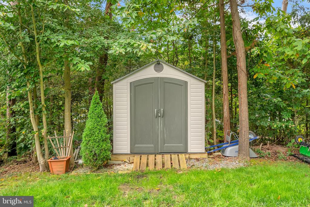 Stoge shed in rear yard - 7398 JACKSON DR, KING GEORGE