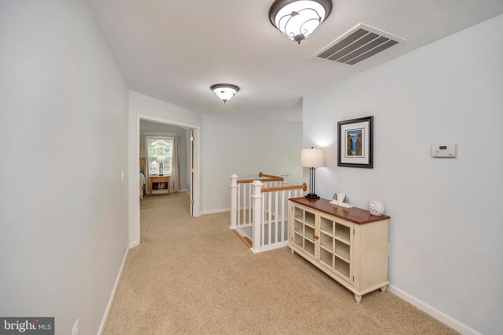 Open hallway in upper level - 7398 JACKSON DR, KING GEORGE