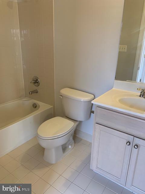 Bedroom #3 private full Bathroom - 43512 STARGELL TER, LEESBURG