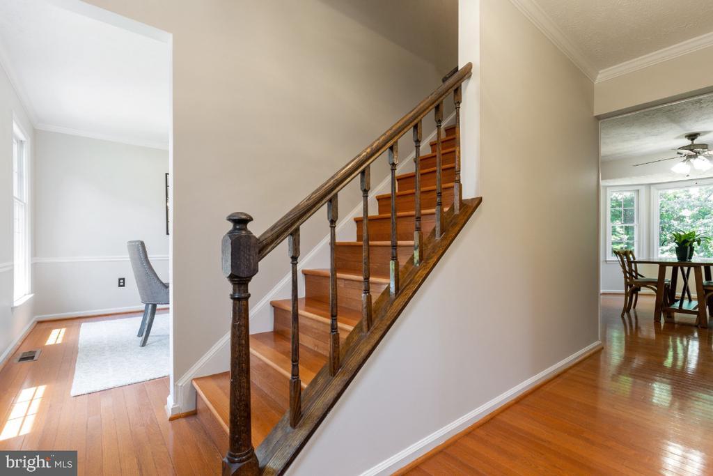 Hardwood floors installed on two levels - 7324 JENNA RD, SPRINGFIELD