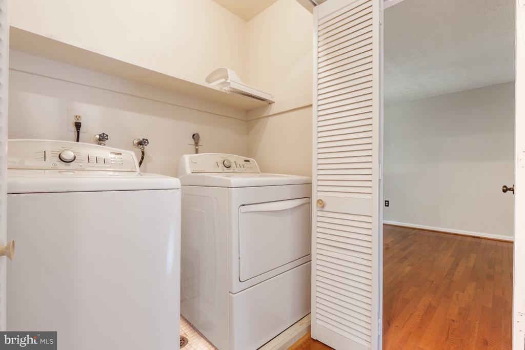 Upper level laundry closet - 7324 JENNA RD, SPRINGFIELD