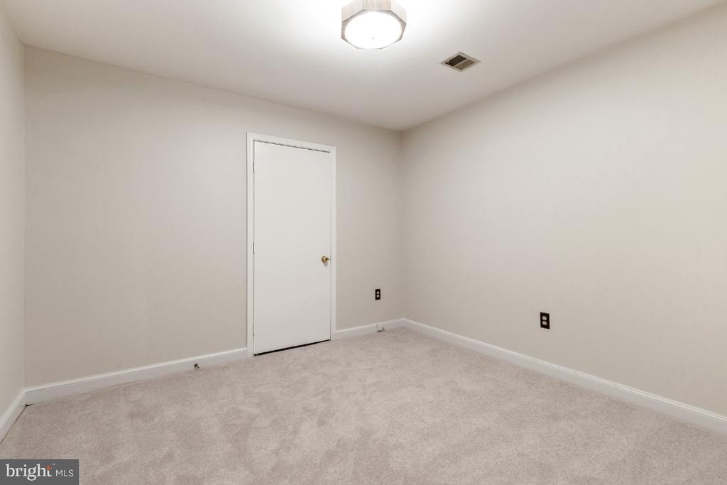 Lower level office - 7324 JENNA RD, SPRINGFIELD