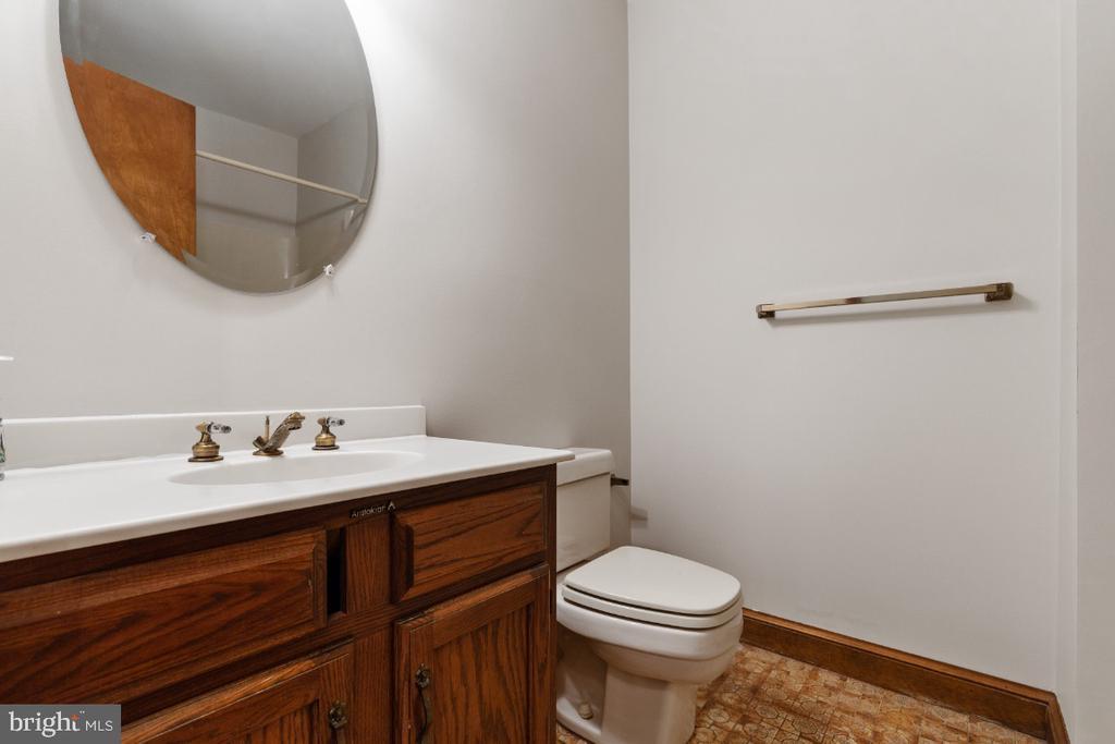 Lower level full bathroom - 7324 JENNA RD, SPRINGFIELD