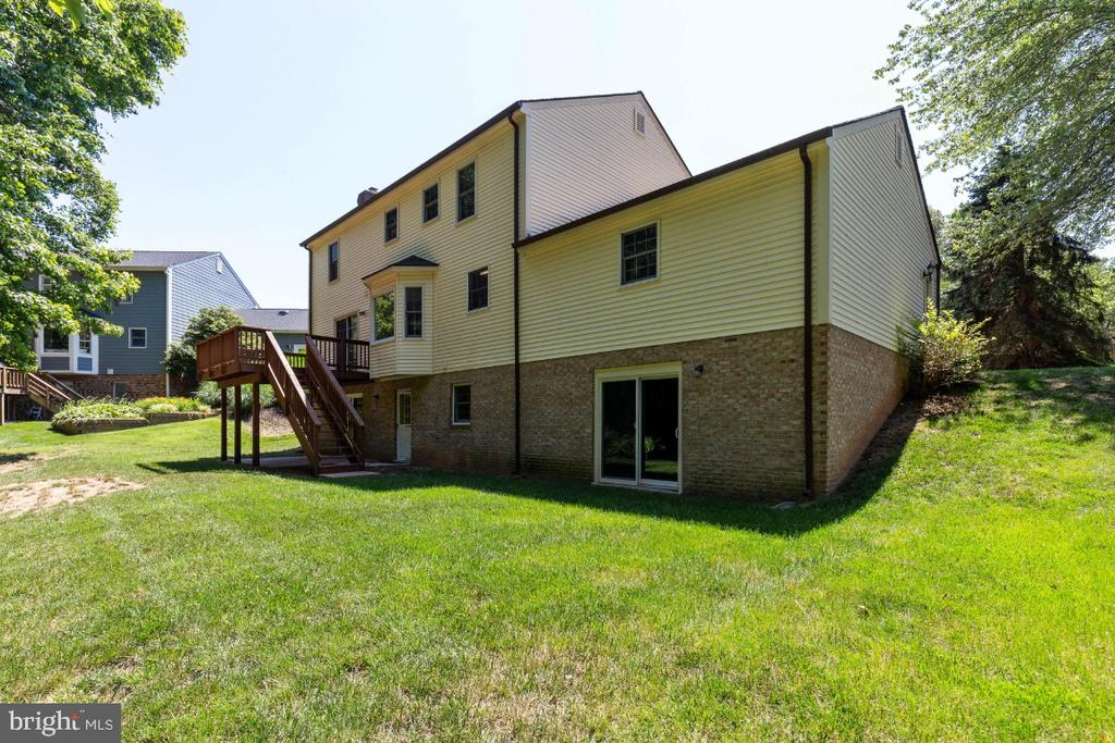 Rear elevation shows walk out basement doors - 7324 JENNA RD, SPRINGFIELD