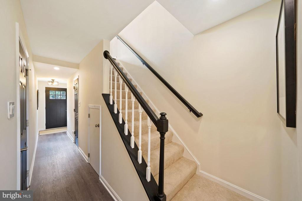 Let's go up to the 2nd level! - 4110 WASHINGTON BLVD, ARLINGTON