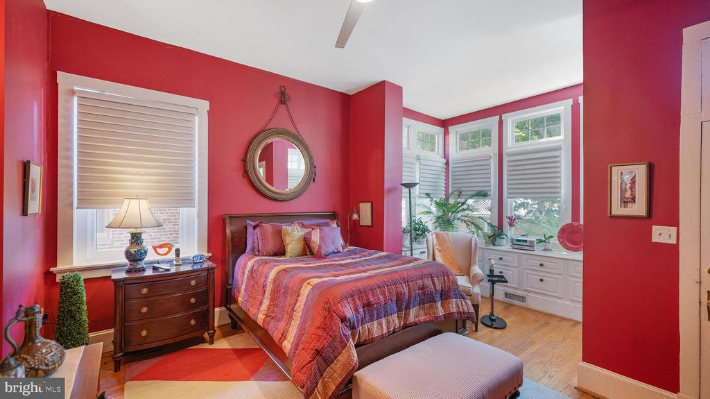 spacious primary suite - 100 E 2ND ST, FREDERICK