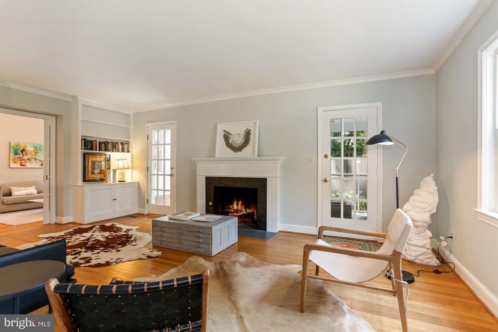 Bright Living Room - 1537 N IVANHOE ST, ARLINGTON