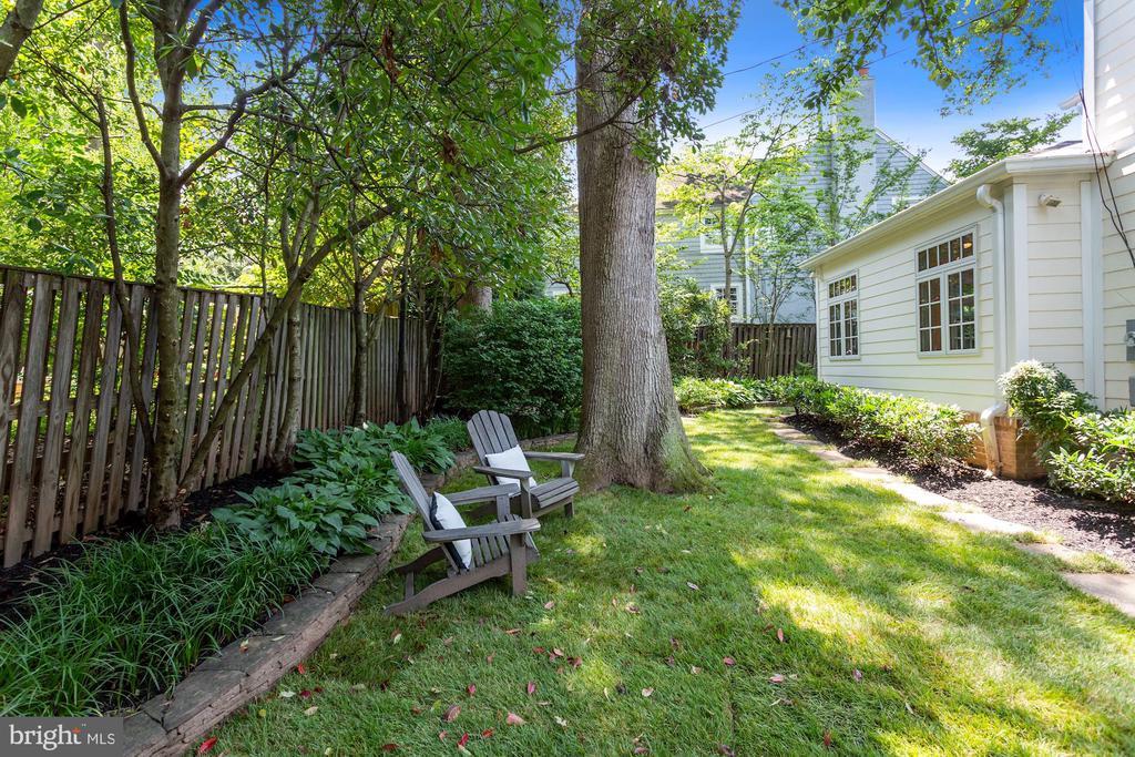 Private Backyard - 1537 N IVANHOE ST, ARLINGTON