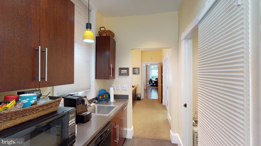 Main Floor Kitchenette - 1735 20TH ST NW, WASHINGTON