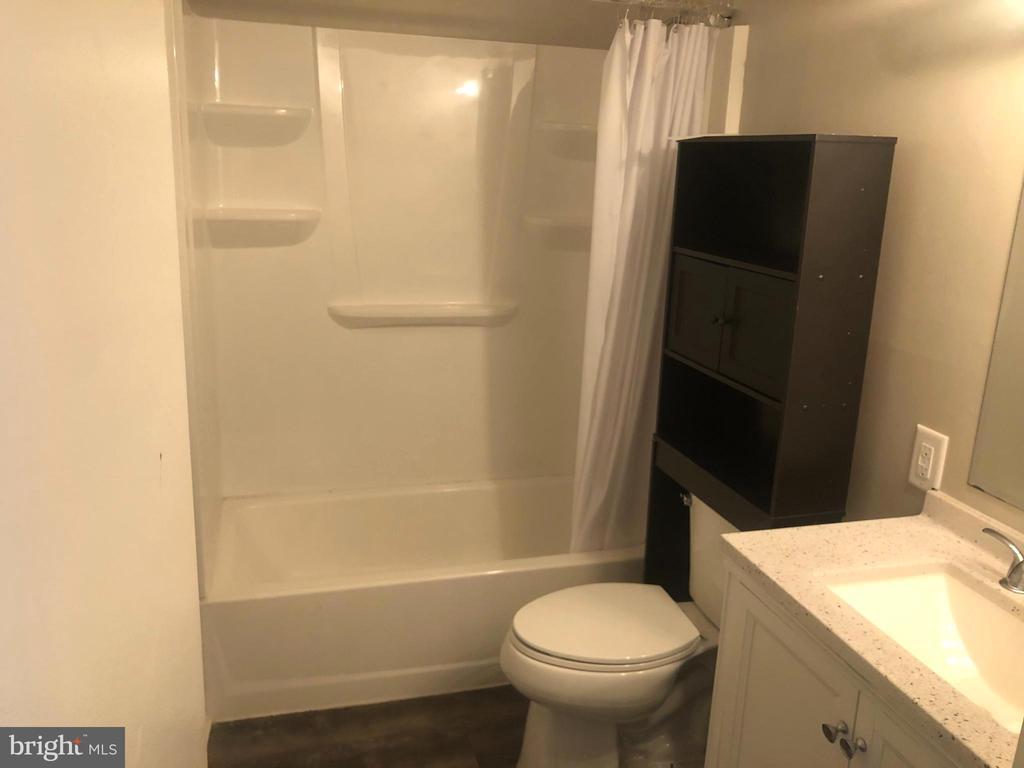 Full Bathroom - 1403 KEY PKWY #106, FREDERICK
