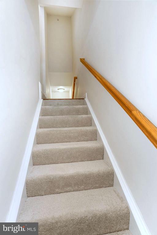Dual Stairs  -  Enter thru front or garage door - 22765 FOUNTAIN GROVE SQ, BRAMBLETON