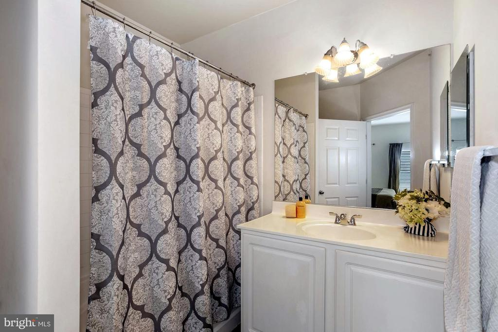 Primary Bathroom - 22765 FOUNTAIN GROVE SQ, BRAMBLETON