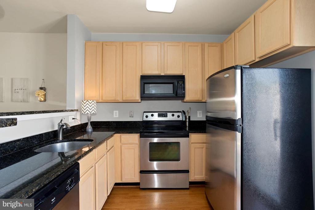 Stainless Steel Appliances - 22765 FOUNTAIN GROVE SQ, BRAMBLETON