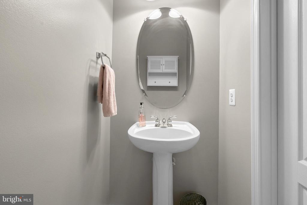 Main Floor 1/2 Bath - 19400 DIAMOND LAKE DR, LEESBURG