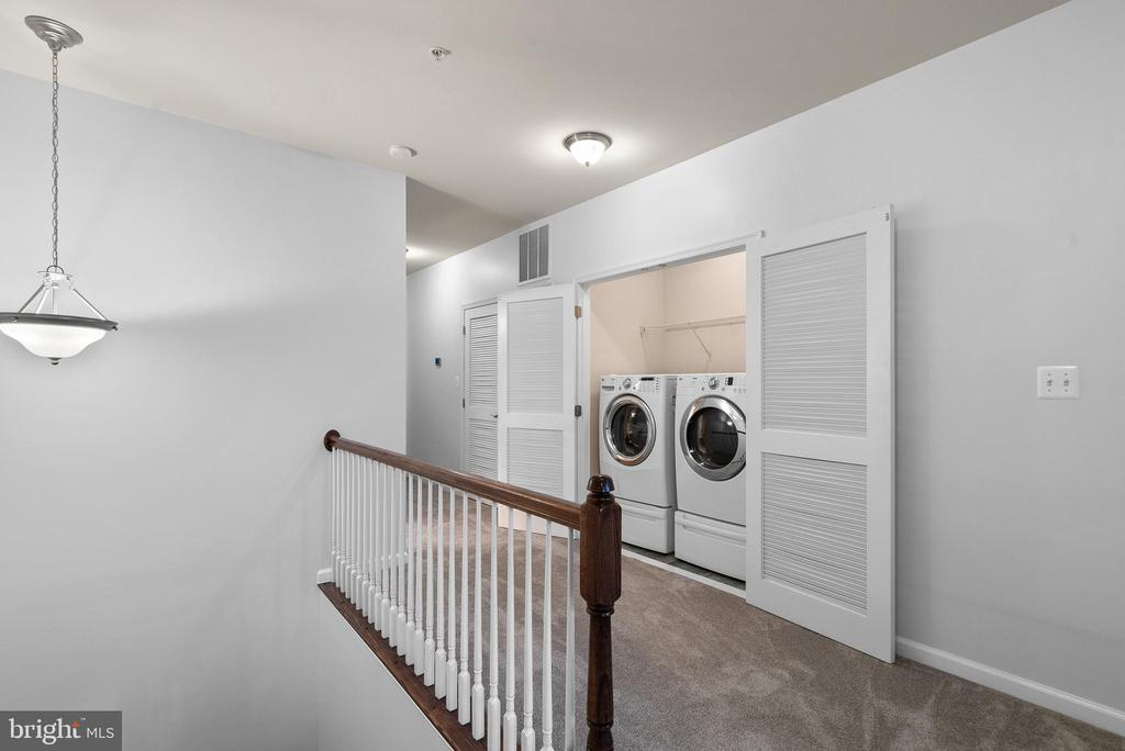 Perfectly Positioned Laundry - 19400 DIAMOND LAKE DR, LEESBURG