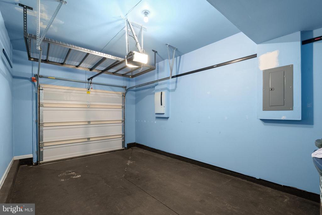 Great sized Garage - 19400 DIAMOND LAKE DR, LEESBURG