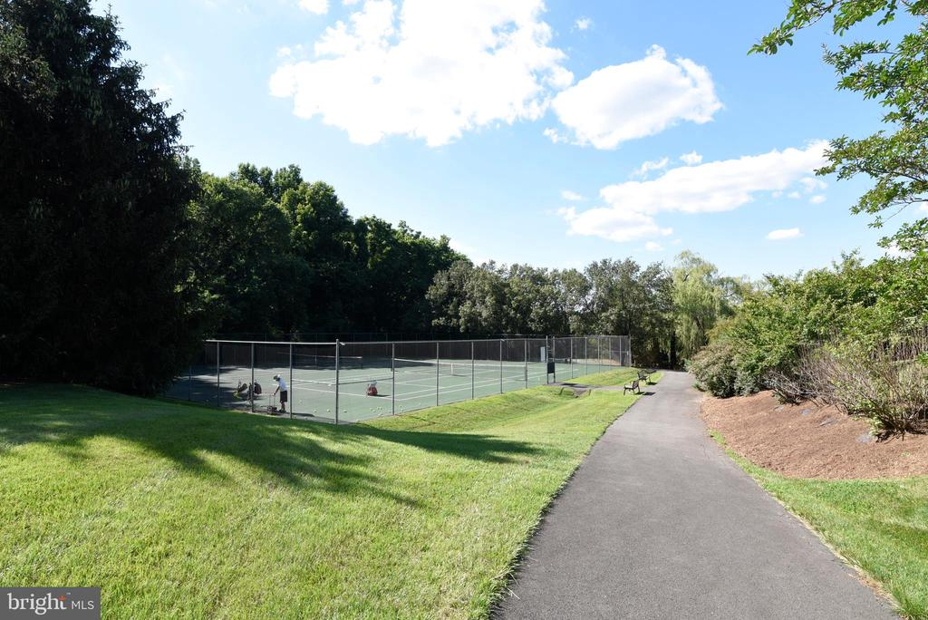 Community Tennis Court - 12641 TERRYMILL DR, HERNDON