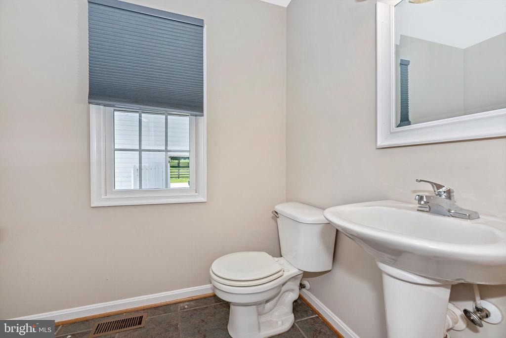 First floor bath - 10302 COPPERMINE RD, WOODSBORO