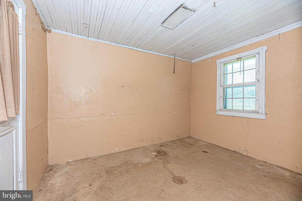 Tack and feed rooms - 10302 COPPERMINE RD, WOODSBORO