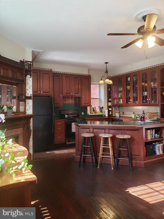 Large Dine In Kitchen With Peninsula Counter - 1115 RHODE ISLAND AVE NW, WASHINGTON