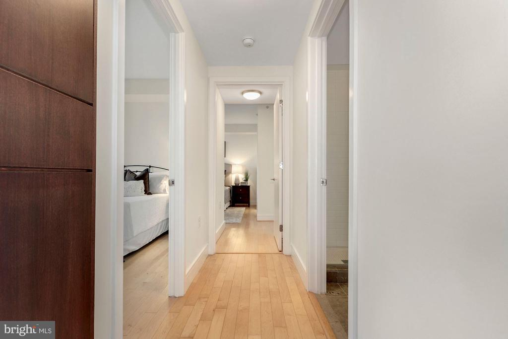 Hallway to Bedrooms - 2001 15TH ST N #1106, ARLINGTON