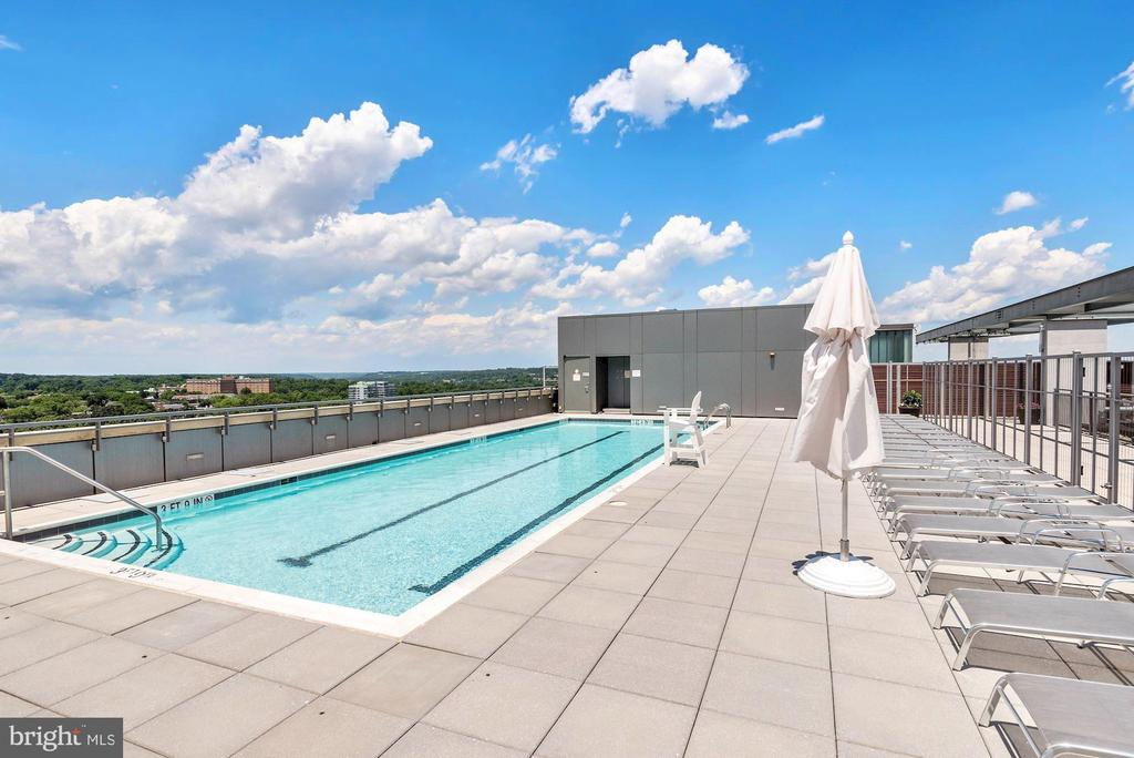 Roof top pool - 2001 15TH ST N #1106, ARLINGTON
