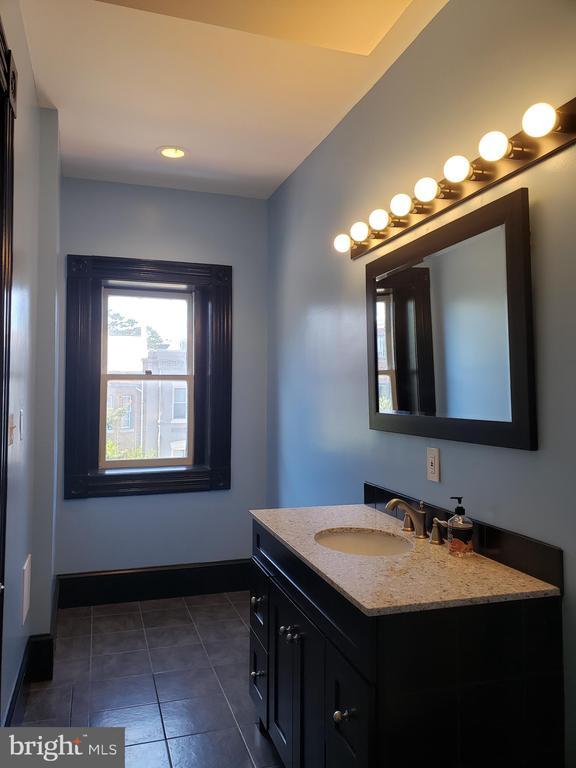 Spacious 2cd Floor Bathroom. - 1115 RHODE ISLAND AVE NW, WASHINGTON