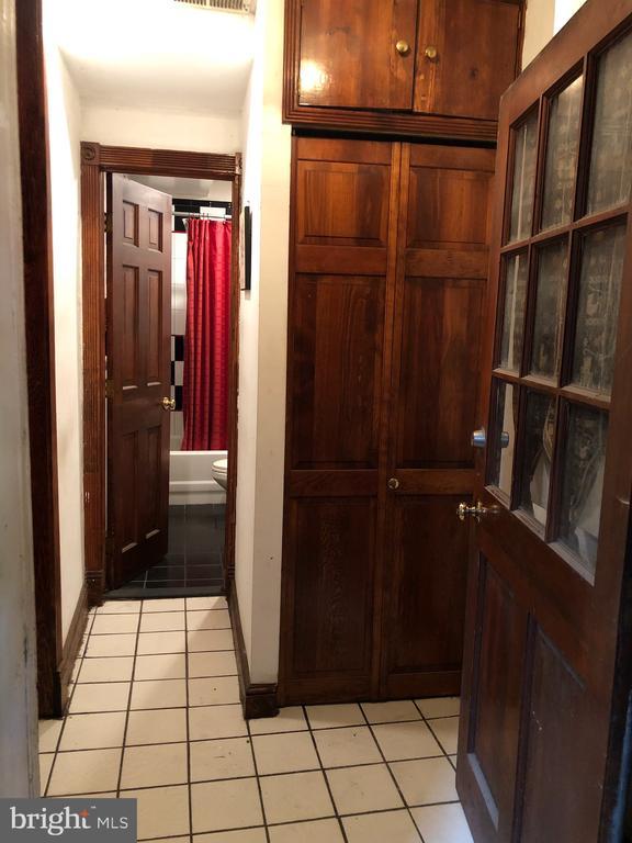 Entry to Basement Apartment. - 1115 RHODE ISLAND AVE NW, WASHINGTON