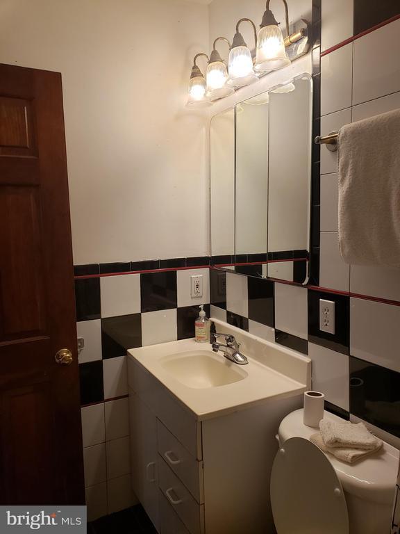 Accessory Studio Bathroom - 1115 RHODE ISLAND AVE NW, WASHINGTON
