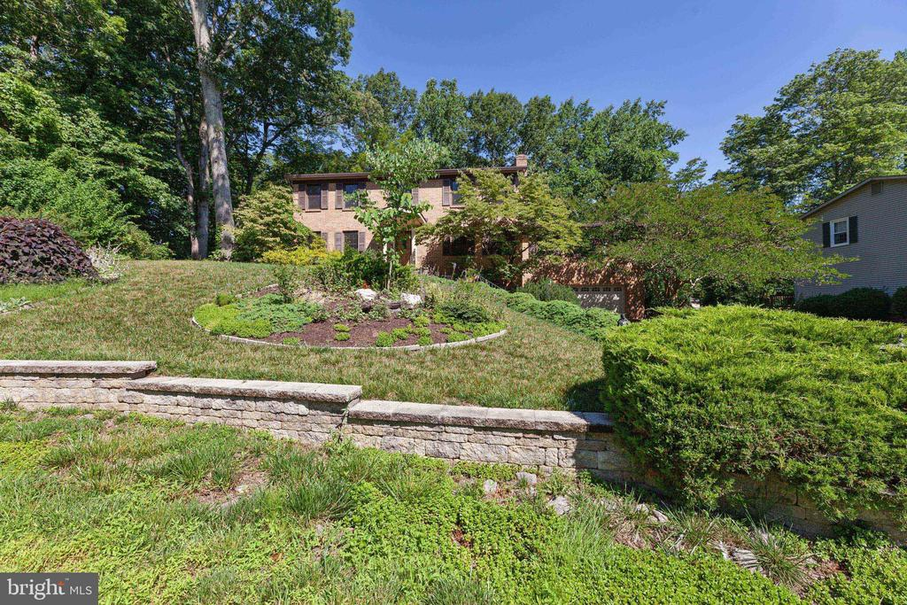 Lovingly landscaped and hardscaped - 3208 SHOREVIEW RD, TRIANGLE