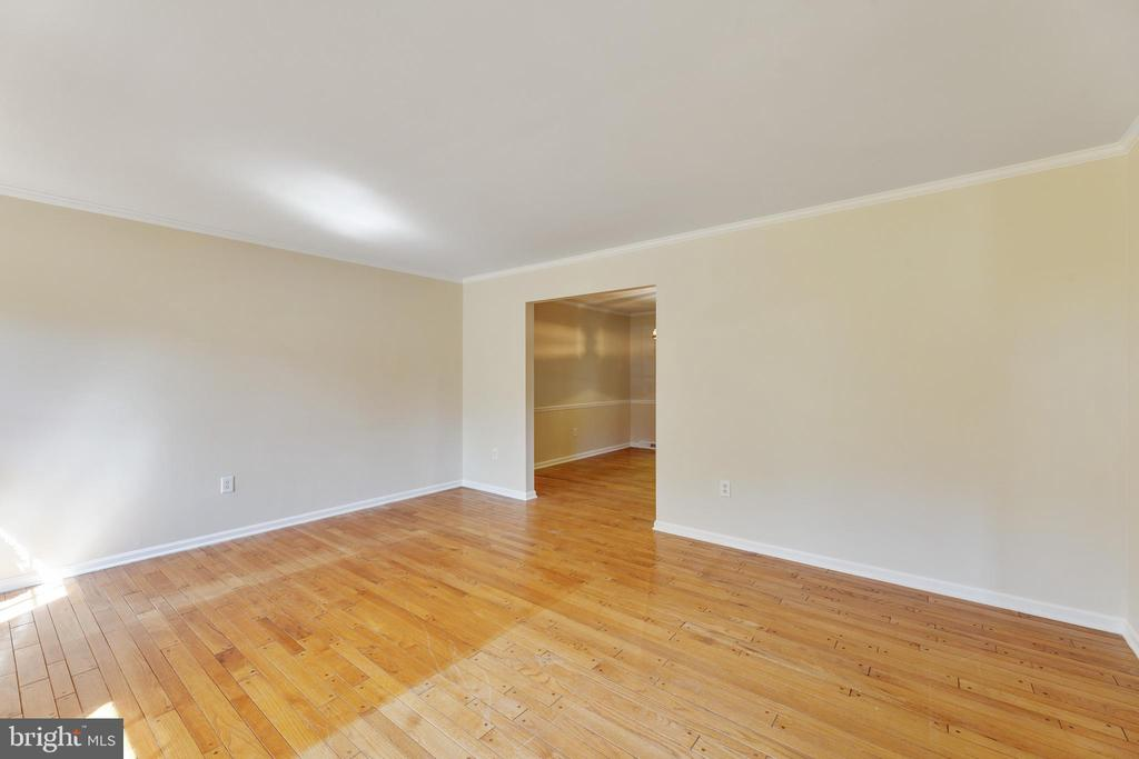 Entrering the Dining room - 3208 SHOREVIEW RD, TRIANGLE