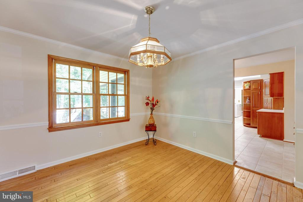 Large dining room overlooking the backyard - 3208 SHOREVIEW RD, TRIANGLE