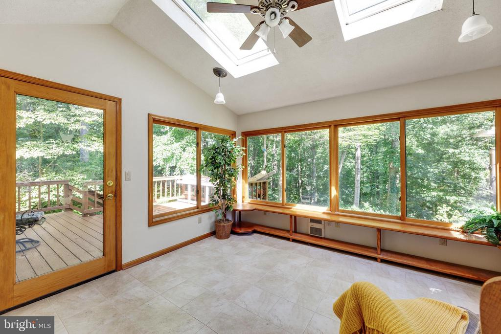 Sunroom w/ skylights is just off the kitchen - 3208 SHOREVIEW RD, TRIANGLE
